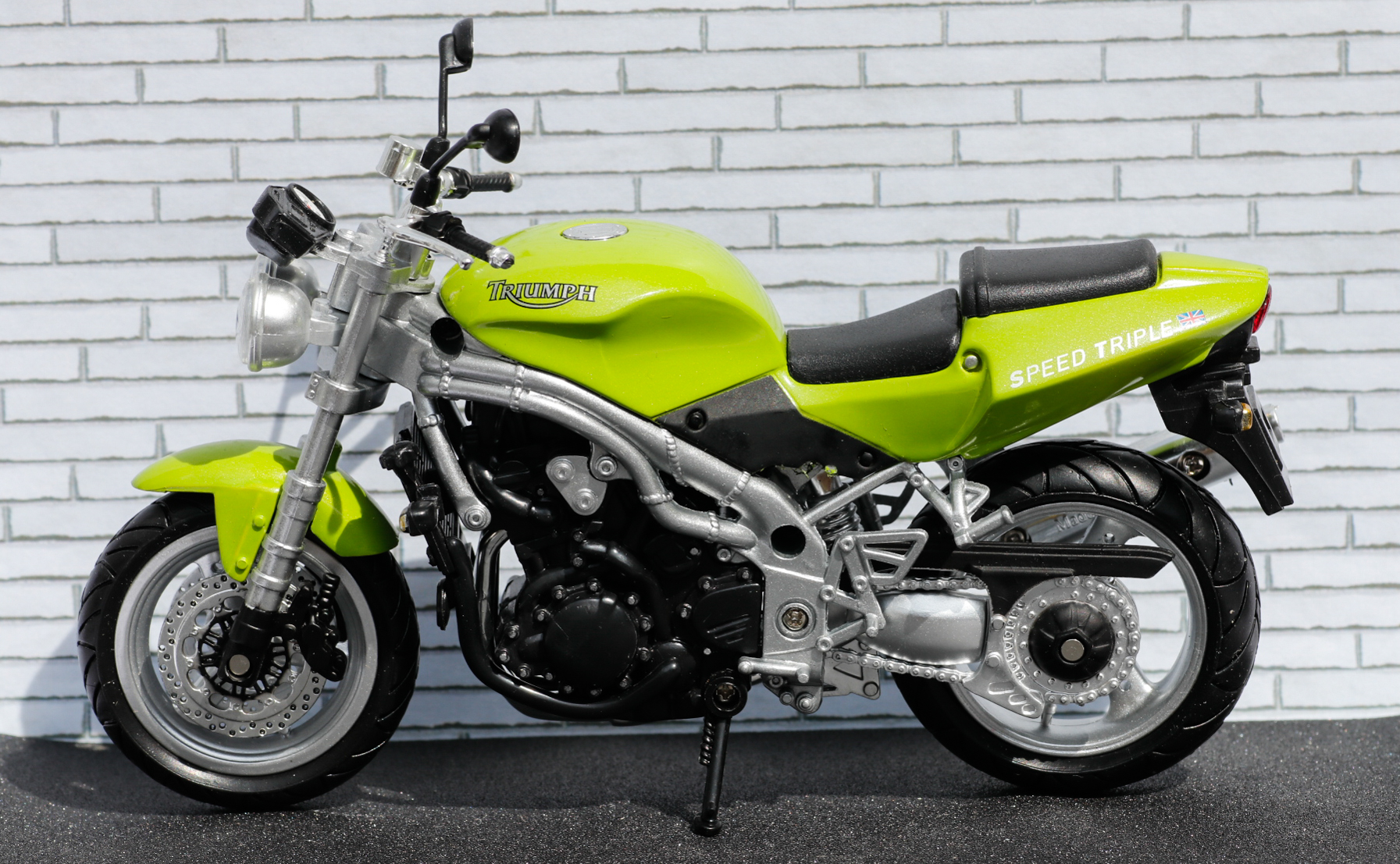 New Ray 1-12 Triumph Speed Triple
